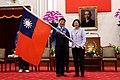 蔡英文總統授國旗並預祝代表隊旗開得勝.jpg