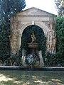 026 Castell de Púbol (Casa Museu Gala Dalí), estany amb bustos de Wagner.jpg