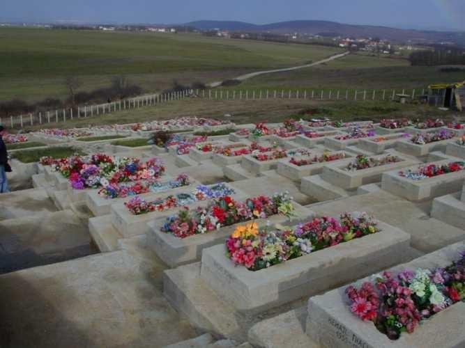 089 albanian graves kosovo