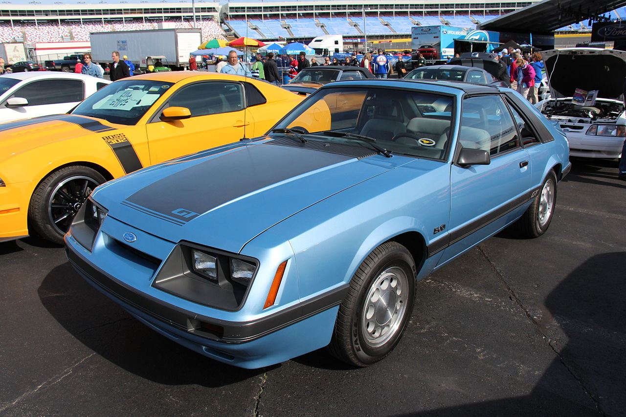 file 1985 ford mustang gt hatchback 14209793880 jpg wikimedia commons. Black Bedroom Furniture Sets. Home Design Ideas