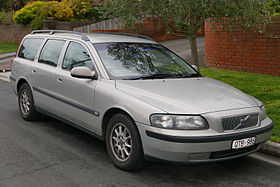 2001 Volvo V70 (MY01) 2.4 20V SE station wagon (2015-08-07) 01.jpg