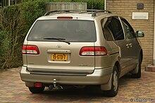 Excellent File2002 Toyota Tarago ACR30R GLi Van 20150618 01
