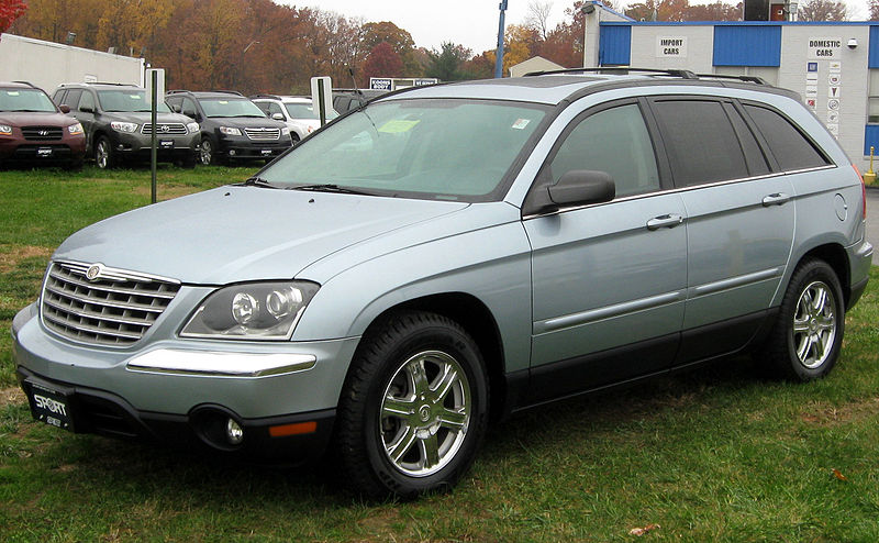 Datei:2004-2006 Chrysler Pacifica -- 11-10-2011.jpg