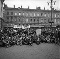 24.05.1968. Manif étudiants L. Bazerque au balcon. (1968) - 53Fi3254.jpg