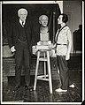 2a118. Fridtjof Nansen står modell til en byste laget av billedhuggerinnen Fausta Vittoria Mengarini (16199218448).jpg