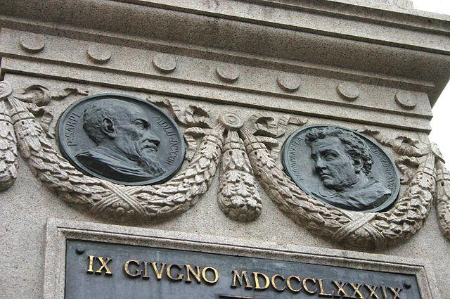 Изображения Паоло Сарпи и Кампанеллы на постаменте памятника Джордано Бруно на Площади цветов