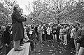 900 Adamse onderwijzers hebben vandaag gestaakt, op Museumplein, spreker Van de, Bestanddeelnr 931-1127.jpg