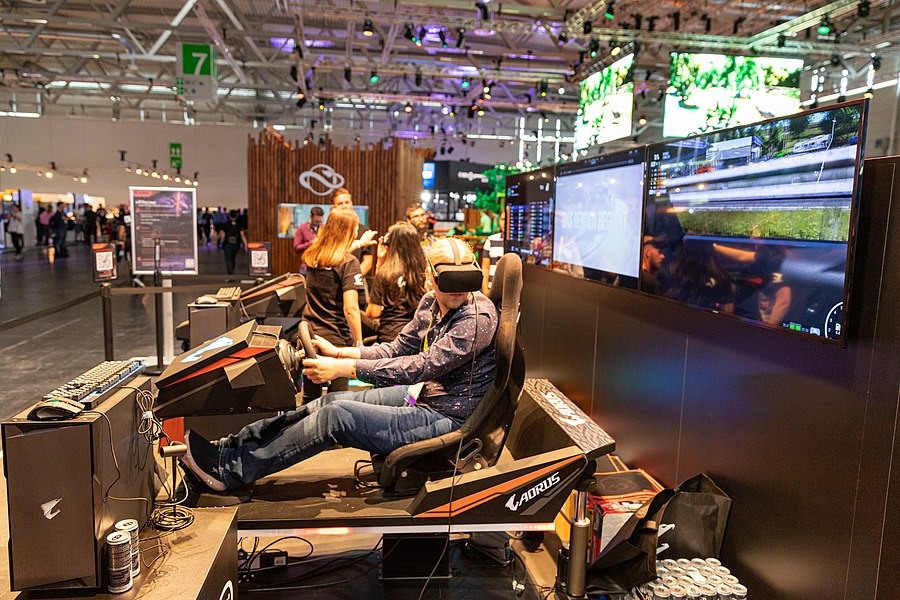 AORUS VR racing simulator Gamescom 2019 (48605696576).jpg