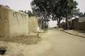 ASC Leiden - van Achterberg Collection - 03 - 60 - Une rue calme et ensoleillée avec des arbres - Ségou, Mali - novembre-décembre 1993.tif
