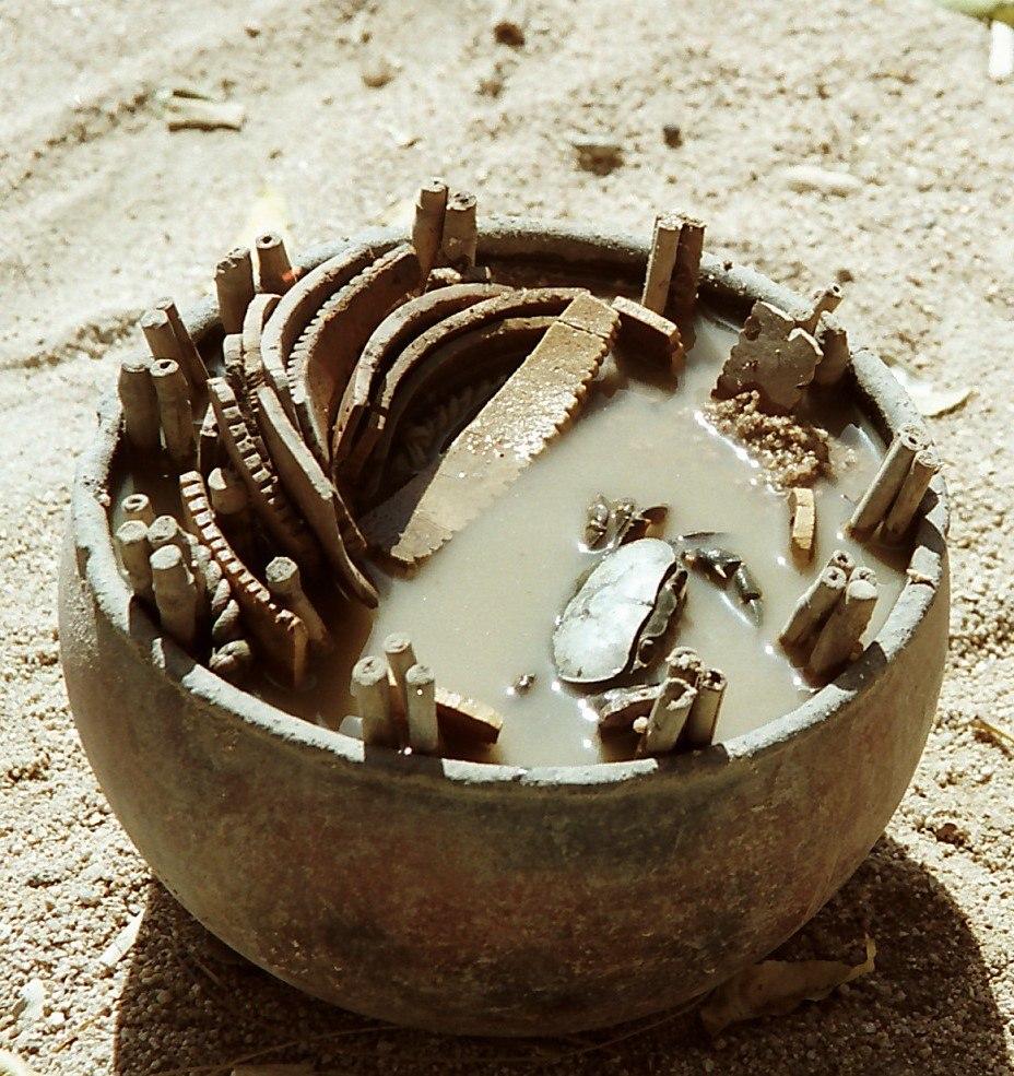 A crab divination pot in Kapsiki