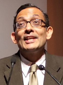 Abhijit Banerjee FT Goldman Sachs Business Book of the Year Award 2011 (cropped 2).png