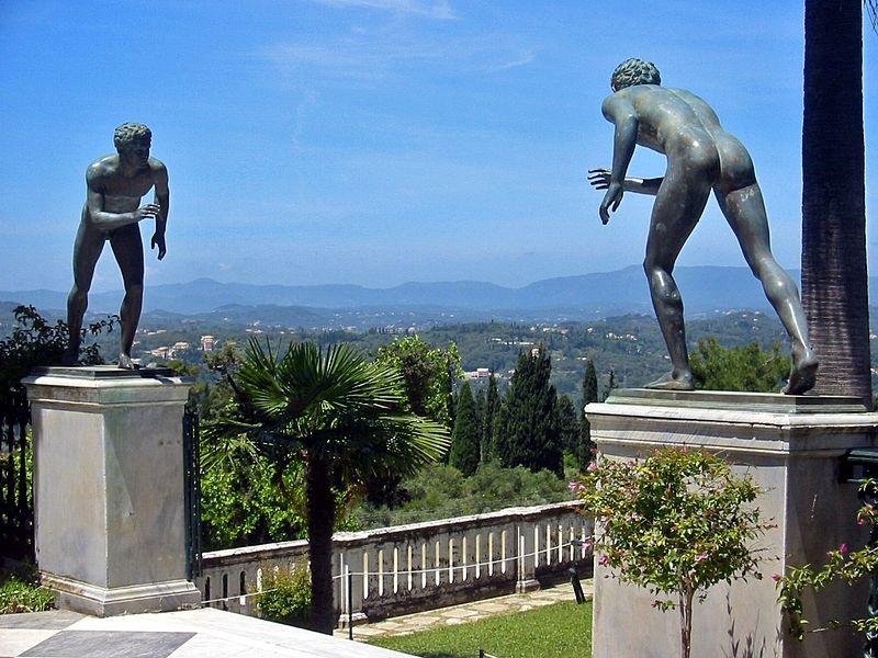 Archivo:Achilleion Terrace Corfu(2).jpg