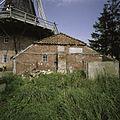 Achterzijde schuur met wolfdak naast stellingmolen - Noordbroek - 20389642 - RCE.jpg