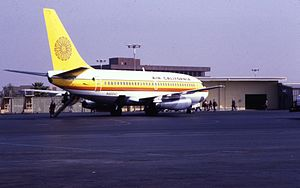Air California jet at John Wayne Airport, 1980.jpg