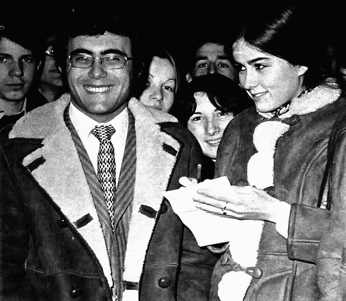 File:Al Bano and Romina Power signing autographs.jpg
