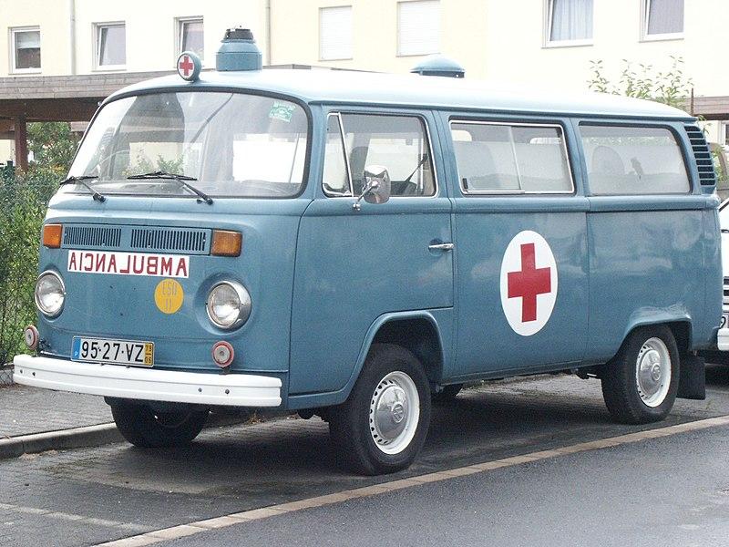 File:Ambulanzwagen Portugal VW-Bus T2.jpg