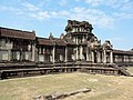 Angkor Wat Gopuram 09.jpg