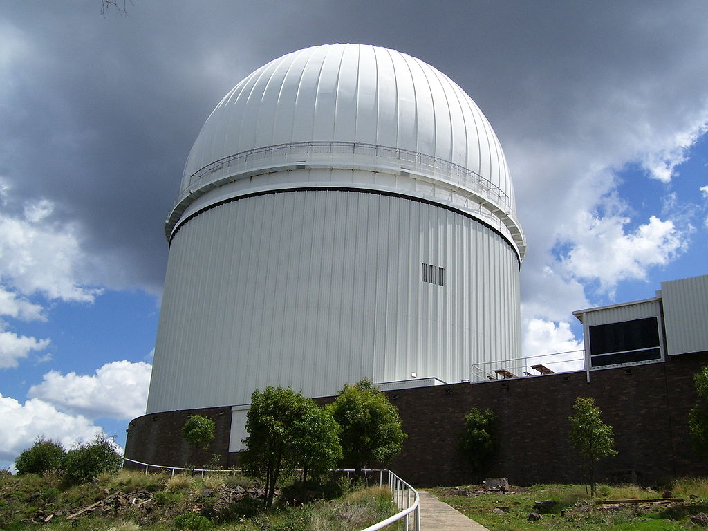 File Anglo Australian Telescope Dome Jpg Wikimedia Commons