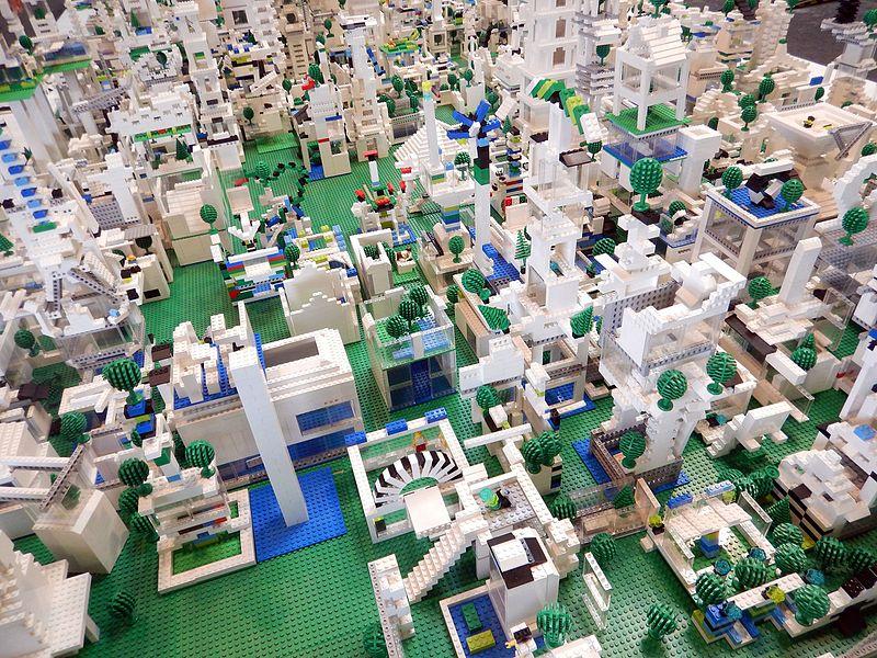 File:Atelier Fantasticité Création d'une Ville en légo à Lille Gare Saint-Sauveur, en mai 2016a 04.jpg