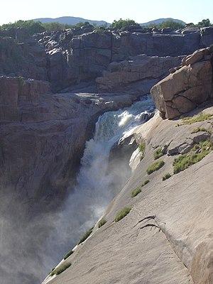 Die augrabieswaterval in vloed