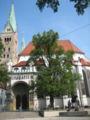 Augsburg Domportal mit Ulrichsbrunnen.jpg