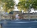 Avignon - Porte du messe remparts.jpg