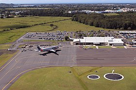 Ballina Byron Gateway Airport terminal and Jetstar A320.jpg