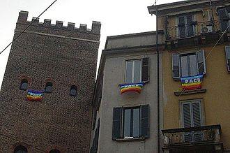Rainbow flag - Image: Bandiere della pace a Milano 2003
