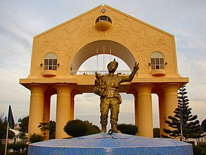 Banjul: Banjul-Arch22-And-Statue-2007