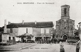 Beaucaire - Place du monument (CP Fenestra).jpg