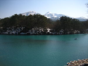Bishamon Pond With Mount Bandai.JPG