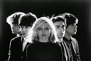 Blondie in 1977. Left to right: Gary Valentine, Clem Burke, Debbie Harry, Chris Stein and Jimmy Destri.