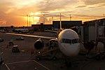 Boeing 757 at FLL Sunrise (29551477400).jpg