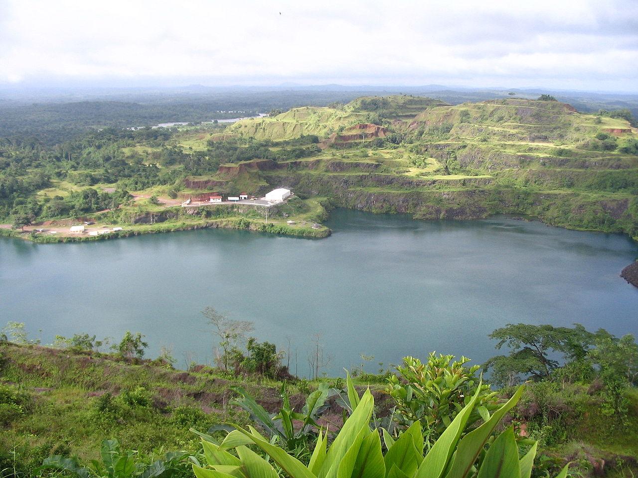 Pemandangan danau di Bomi County