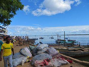 Lamu - Activity on the waterfront