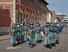 Brass band playing on Rue du Curé du Château during the great procession of Tournai (DSCF8626).jpg