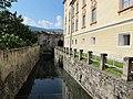 Bressanone, palazzo vescovile, fossato.JPG
