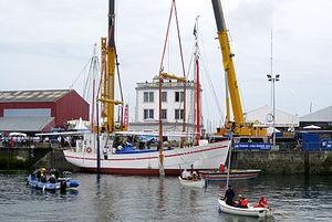 Brest 2012 La Fee touche l'eau.jpg
