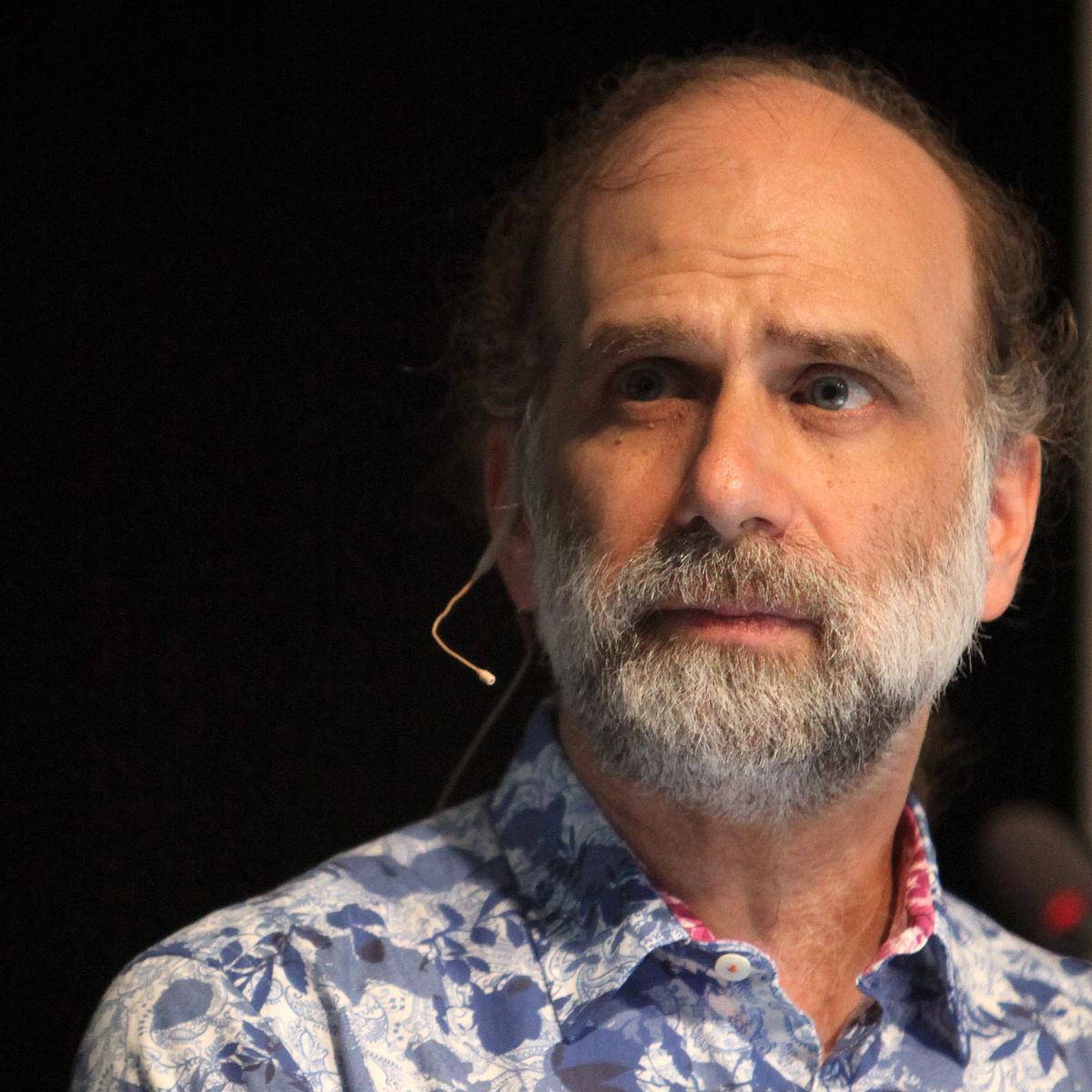 Free Internet Security >> Bruce Schneier - Wikipedia