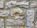 Brunnen an der Weggabelung Bischf-Weiß-Straße und Sperrberg, eingemauerter Ammonit.JPG