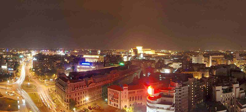 Rumunija 800px-Bucharest_University_Square_at_night