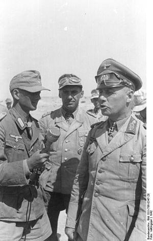 Sonderführer - Image: Bundesarchiv Bild 101I 786 0347 28, Nordafrika, Rommel und Bayerlein bei Interview