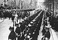 Bundesarchiv Bild 146-1972-061-38, Berlin, vor Krolloper, Hitler mit Leibstandarte.jpg