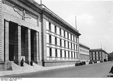 Histoire des arts ni l 39 un ni l 39 autre non class for Architecture totalitaire