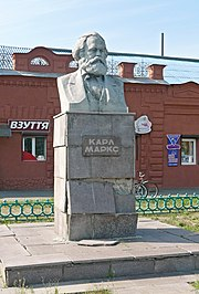 Bust monument to Karl Marx.jpg