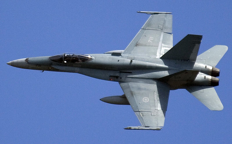 Armée canadienne/Canadian Armed Forces 800px-CF-188A_BANKING