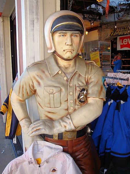 File:Cannery Row, Monterey, California, USA (2).jpg