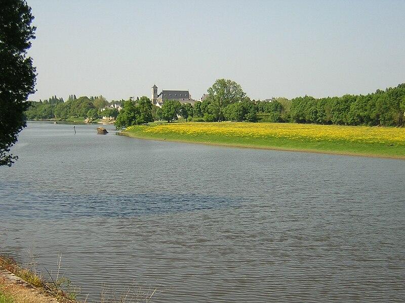 Cantenay-Epinard vue depuis le pont sur la Mayenne