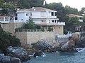 Casa casi en el agua en La Herradura - panoramio.jpg