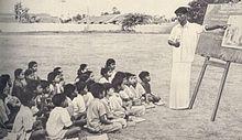 Catechista e allievi in un villaggio di Madras, in India, 1939